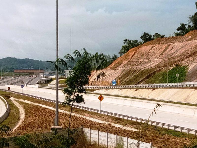 Jalan tol Balikpapan - Samarinda yangs udah diresmikan dan digunakan masyarakat Kaltim I Dokumentasi Pribadi
