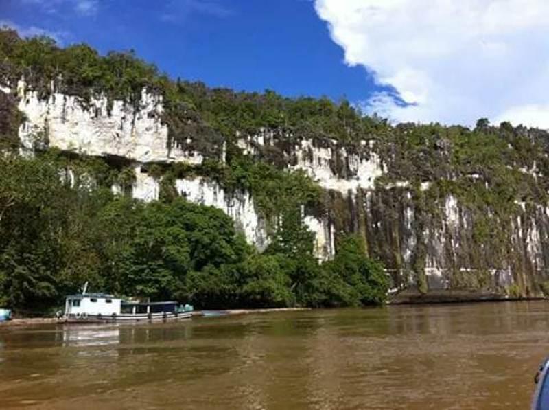 Transportasi sungai menuju Kabupaten Mahulu, Kalimantan Timur I Dokuemtasi Pribadi