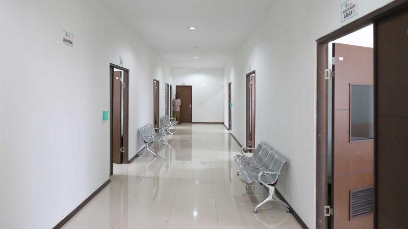 Ruang tunggu pasien di Klinik Asiki I Korindo