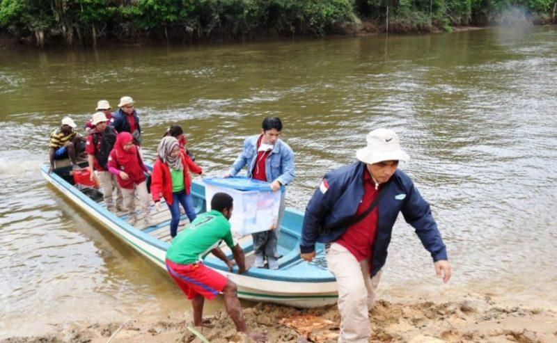 Tim medis Klinik Asiki terjun ke lapangan untuk memberikan jasa kesehatan kepada masyarakat di kampung-kampung yang tersebar di Bavon Digoel I Korindo